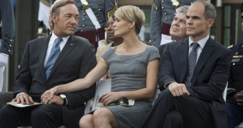 Francis Underwood ( Kevin Spacey ), Claire Underwood (Robin Wright) & Doug Stamper (Michael Kelly)