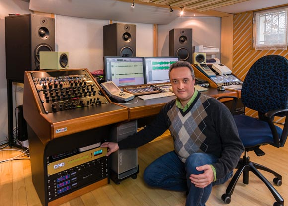 Stefano_Cappelli_with_DAD_AX32_at_Creative_Mastering